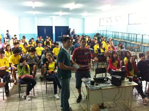 Membros da fundação levaram o concurso literário aos alunos das escolas de ensino médio de Imbituba