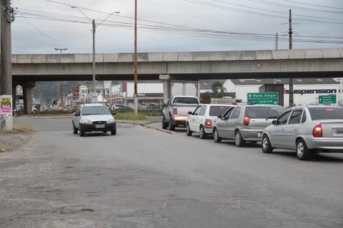 Com a mudança, o motorista que trafegar no sentido Humaitá/SC-438, por exemplo, terá acesso livre para cruzar a rua Deputado Olices Pedra de Caldas