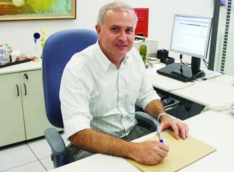O gerente da agência Tubarão da Caixa Econômica Federal, Márcio Borges, alerta para que o consumo seja consciente.