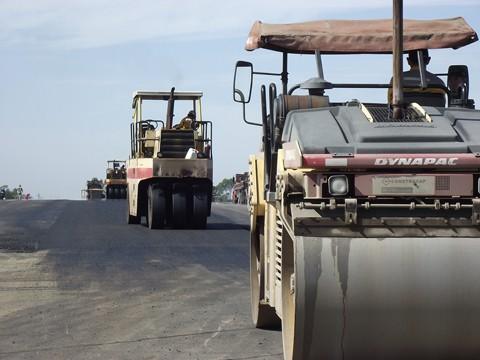 No lote 25, entre Capivari de Baixo e Laguna, os serviços de duplicação seguem até esta quinta-feira. No momento, oito frentes de trabalho atuam na extensão de 22 quilômetros
