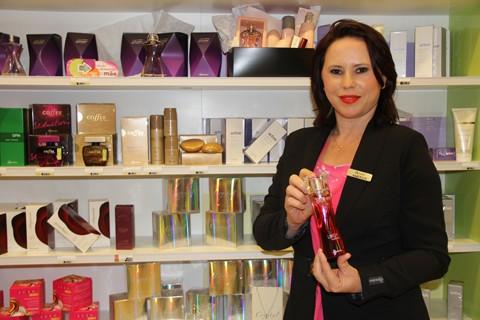 A supervisora do Boticário, Andréia Silva Souza, conta que as cestas de produtos, perfumes e maquiagem são os campeões de vendas no Dia das Mães.