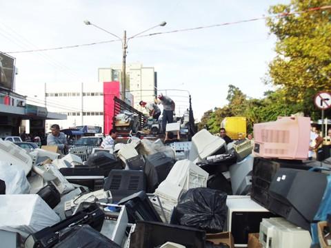 No total, já foram recolhidas dez toneladas de materiais eletrônicos, a maioria televisores e computadores  -  Foto:JB Guedes/Divulgação/Notisul
