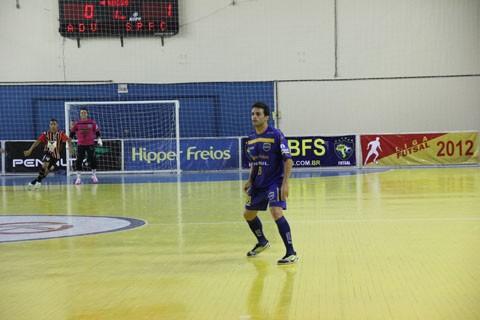 Raphael marcou quatro gols nesta temporada. Ele segue para o Japão neste fim de semana