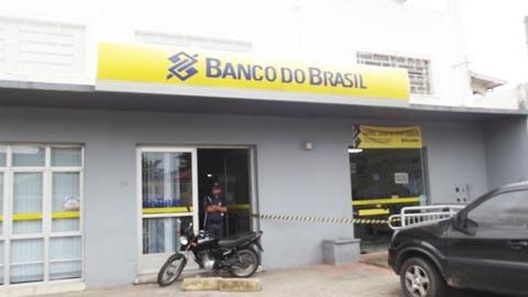 Ao chegar à agência bancária, os policiais não encontraram mais ninguém no local  -  Foto:Polícia Civil de Capivari de Baixo/Divulgação/Notisul