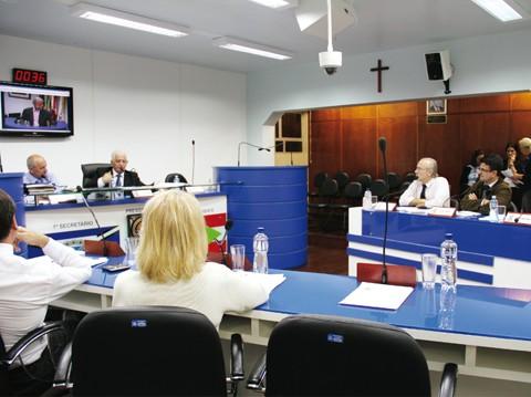 Após a aprovação da redação final, o projeto seguirá para a sanção do prefeito Manoel Bertoncini (PSDB)