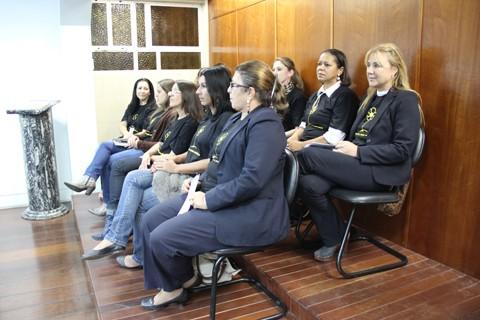 Conselheiras tutelares e assistentes sociais da prefeitura de Tubarão estiveram na câmara de vereadores, ontem, para falar sobre o assunto