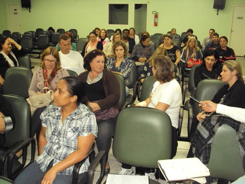 Professores de Capivari de Baixo reuniram-se ontem à noite e optaram por realizar um manifesto em vez de paralisar as atividades.