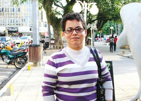 A professora Iara Valgas espera ansiosa pelo calor, que deve dar o ar da graça na segunda quinzena deste mês