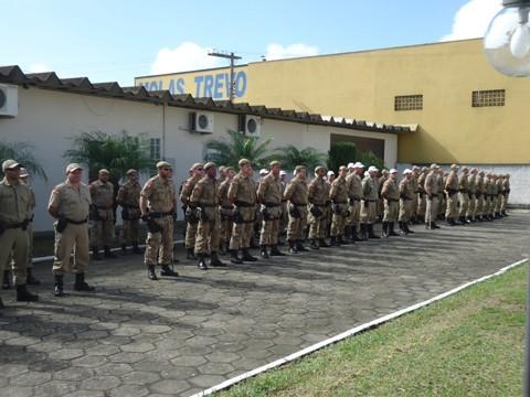 Mais de 100 policiais receberam medalhas, brasões, certificados e promoções -  Foto:Marília Martins/PM Tubarão/Notisul