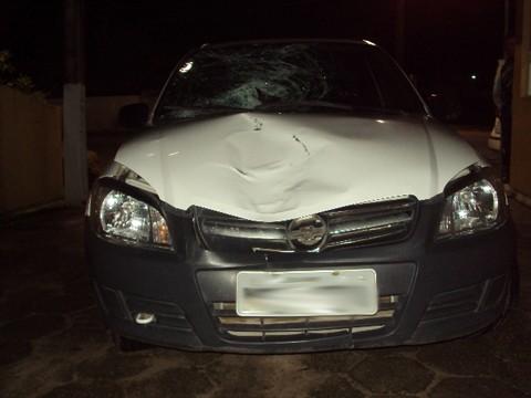 Com o forte impacto, a parte frontal do veículo ficou bem danificada    -  Foto:PMRv de Gravatal/Divulgação/Notisul