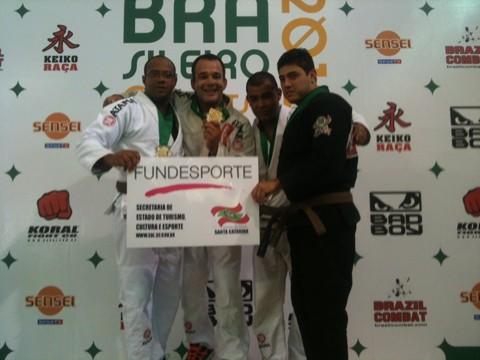Joinha (centro) e Daniel (esquerda) ficaram com as melhores posições na categoria