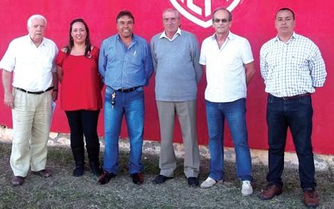 Paz (terceiro da esquerda para a direita) e Estigarribia (à direita) visitaram o Estádio Anibal Costa esta semana