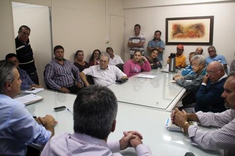 Moradores receberam a garantia do prefeito de Imbituba que os serviços em Itabirubá não serão alterados. Foto: João Batista Coelho Júnior/Prefeitura de Imbituba/Notisul