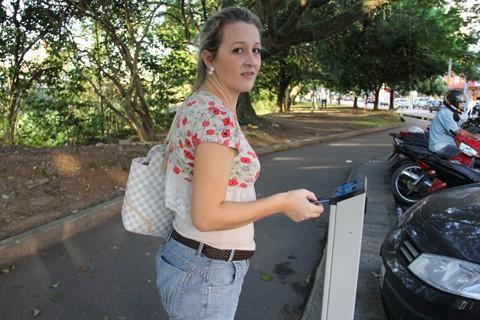 A comerciante Gessiana Maria de Souza acostumou-se com o sistema, mas reclama da instabilidade nos parquímetros