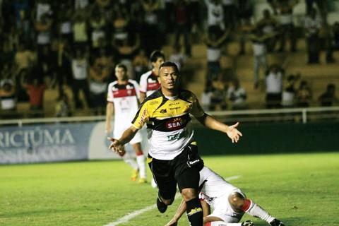 Zé Carlos marcou os dois no triunfo sobre os baianos. Foto: Fernando Ribeiro/Criciúma E.C./Notisul