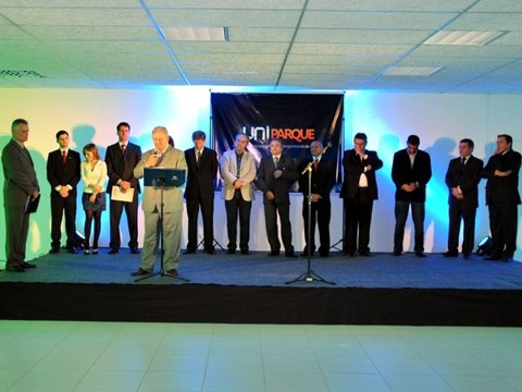 Reitor da Unisul, professor Ailton Nazareno Soares  comandou a cerimônia  de inauguração do UniParque  -  Foto:Unisul/Divulgação/Notisul