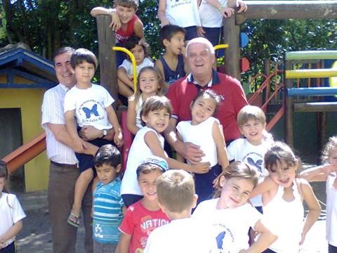 Prefeito e vice eleitos, Olavio Falchetti e Akilson Machado visitaram escolas e não perderam a oportunidade de brincar com as crianças. A educação é uma das prioridades dos novos gestores