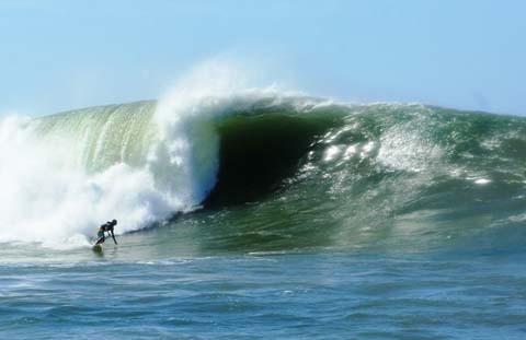 Com ondas gigantes reconhecidas mundialmente, a Laje da Jagua é considerada o Hawaii brasileiro  -  Foto:Jaime Redivo Jr./Divulgação/Notisul