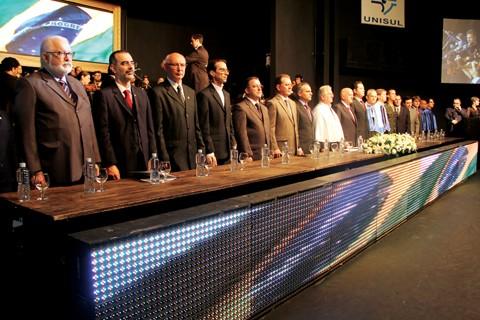 Lideranças de todo o estado participaram da solenidade de transmissão de cargo da reitoria da Unisul.