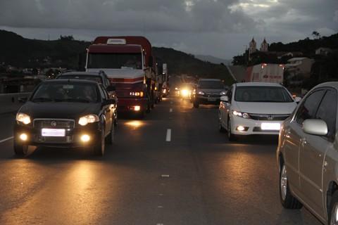 A formação das filas ocorre nos pontos onde são executadas as obras referentes a segunda etapa do projeto de duplicação da BR-101: o túnel no Morro do Formigão, em Tubarão, a ponte Anita Garibaldi e as pistas complementares, em Laguna.