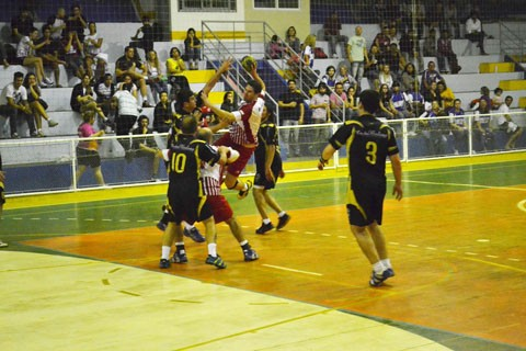A 8ª edição do Campeonato Municipal de Handebol de Imbituba reúne 14 equipes em três modalidades