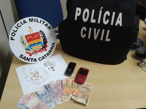 As 24 pedras de crack estavam embaladas para a venda. Foto: Polícia Civil de Braço do Norte/Notisul