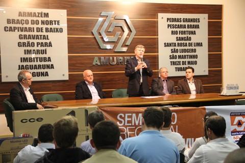 Durante o Seminário Regional de Defesa Civil foi entregue, aos 18 municípios associados à  Amurel, kits com equipamentos que irão auxiliar nas centrais de monitoramento.