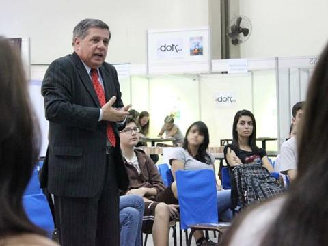 Mário Motta participou do Plus, em Tubarão. Ele falou sobre comunicação aos estudantes  -  Foto:Unisul Hoje/Divulgação/Notisul