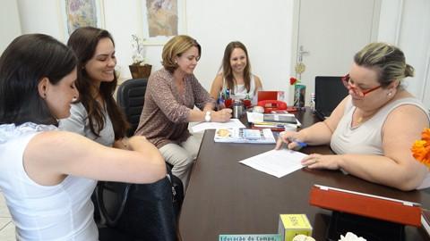 Uma reunião definiu as escolas que farão parte do programa. Foto: Adriana Oliveira/Prefeitura de Tubarão/Notisul.