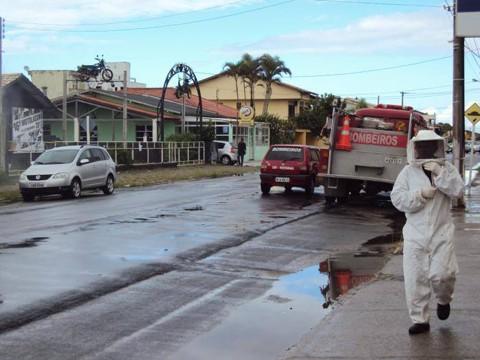 A Polícia Militar precisou fechar a avenida João Pinho até a situação normalizar  -  Foto:Sidnei Silva/Divulgação/Notisul