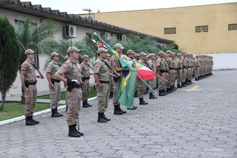 Cinquenta e sete policiais militares foram homenageados