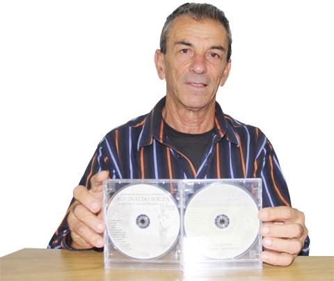 Agnaldo já compôs mais de 200 canções e está próximo de gravar o seu terceiro CD. - Foto: Silvana Lucas/Notisul.