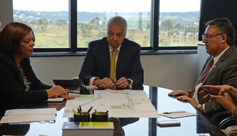 O governador Raimundo Colombo  participou, em Brasília, de audiência com o diretor-geral da Agência Nacional de  Transportes Terrestres, Jorge Bastos  -  Foto:Jaqueline Noceti/Governo SC/Divulgação/Notisul