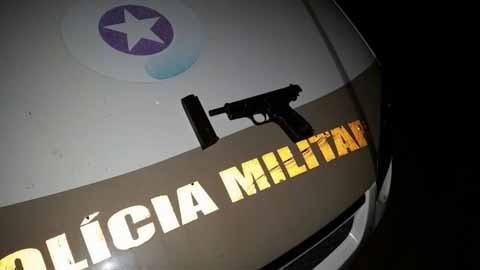 Além da prisão dos bandidos, os policiais também encontraram uma pistola e munições  - Foto:Polícia Militar de Santa Catarina/Divulgação/Notisul
