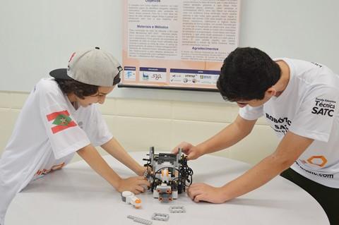 Luiz e Gustavo representam Santa Catarina na olimpíada de robótica   -   Foto:Satc/Divulgação/Notisul