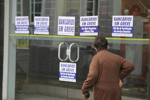 Os bancos ficaram fechados durante três semana