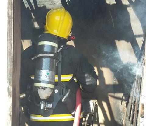 Foram utilizados mil litros de água no combate   -  Foto:Bombeiros voluntários de Jaguaruna /Divulgação/Notisul
