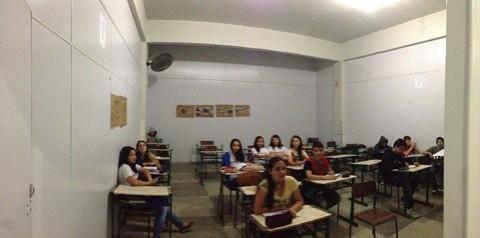 Algumas salas no local improvisado para realização das aulas não tem janelas, situação que se agrava nos dias mais quentes  -  Foto:Gabriel Felipe/RBS TV/Divulgação/Notisul