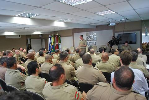Militares, empresários e convidados participaram da apresentação do projeto   -  Foto:Elke Schuch/Acit/Divulgação/Notisul