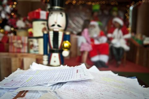 Todos podem atuar como padrinhos, aqueles que adotam as cartinhas, e providenciar os presentes solicitados pelas crianças  -  Foto:Divulgação/Notisul