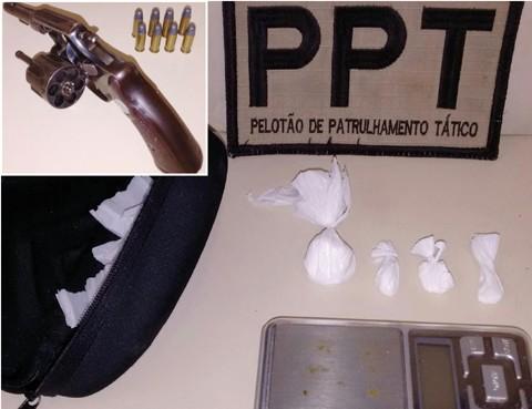 As buchas de cocaína estavam em um apartamento e a arma (no detalhe) em uma residência  -  Foto:Polícia Militar de Tubarão/Divulgação/Notisul