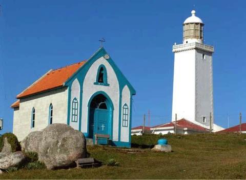 A primeira igreja está localizada no alto do morro do Farol  -  Foto:Marco Bocão/Prefeitura de Laguna/Divulgação/Notisul