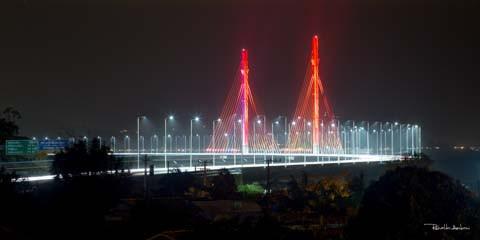 Um dos cartões postais do sul do Brasil, a Ponte Anita Garibaldi, pode deixar de ser iluminada no próximo ano se não forem quitados os débitos das faturas de energia   -  Foto:Ronaldo Amboni/Divulgação/Notisul