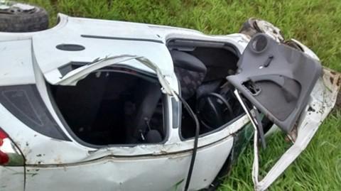O veículo, com placas de Criciúma, capotou após sair da pista  -  Divulgação/Notisul