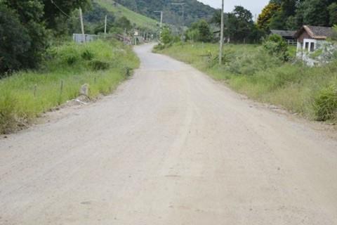Com 700 metros de extensão, este é o último trecho de estrada de chão na rodovia Serramar  -  Foto:Divulgação/Notisul