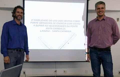 Cássio e Luiz Fernando buscaram nas características da região uma solução para gerar economia aos cofres públicos na iluminação da ponte estaiada  -  Foto:Divulgação/Notisul