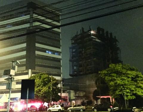 Os moradores das imediações entraram em pânico e foram orientados a passar a noite fora - Foto:Luiz Antônio Cechinel/Divulgação/Notisul