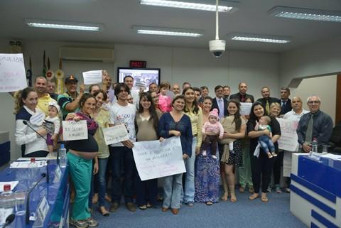 Várias mães, gestantes e doulas participaram da sessão  -  Foto:Divulgação/Notisul