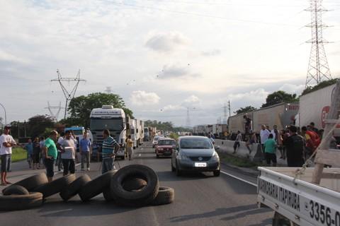 Em fevereiro deste ano, os caminhoneiros bloquearam a BR-101 entre Tubarão e Capivari de Baixo  -  Foto:Letícia Matos/Notisul