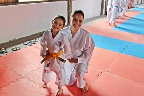 Laura parou o balé no início do ano e agora treina karatê quatro vezes na semana  - Foto:KBS Assessoria/Divulgação/Notisul